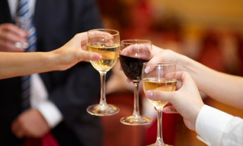Offering Large Selection of Wine Brands Boosts Sales at Restaurants and Especially at Bars, Survey Shows