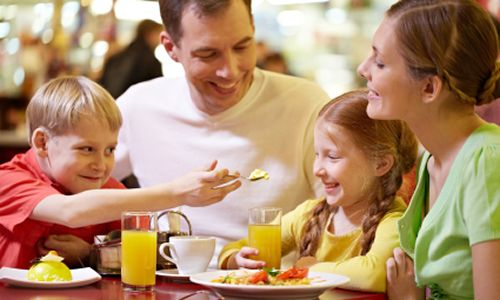 Make Dad King at Ryan's, HomeTown Buffet and Old Country Buffet this Father's Day, June 16