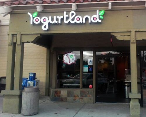 Yogurtland Celebrates 250th Location With New Store in Encinitas, California