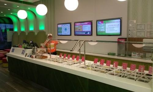 16 Handles Hosts Grand Opening of New Store at Walpole Mall