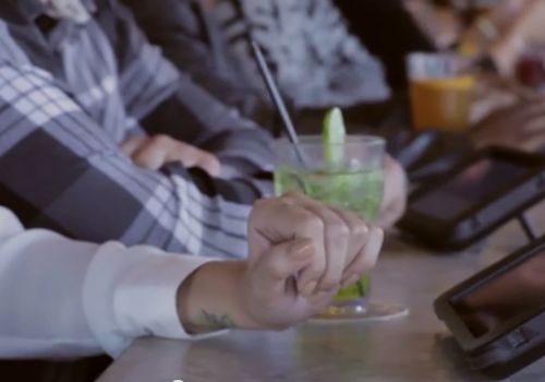How Tablet Technology is Revamping the Bar Atmosphere