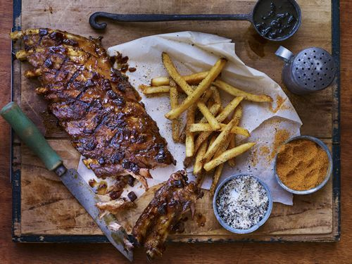 "TGI Fridays Beefs Up Father's Day with the Help of Football Legend Daryl ""Moose"" Johnston and the Return of the Rib Flight Trio"
