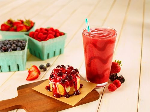 Love at First Sight! Cinnabon Wild Berry Medley Returns