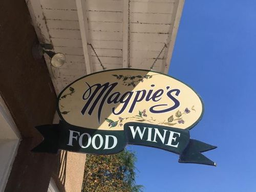 St Louis Restaurant Review publishes a review about Magpies Cafe in St Charles, MO