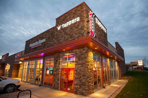 Toppers Pizza Inks 22-Unit Deal with Seasoned Franchise Group to Develop in Virginia and Maryland