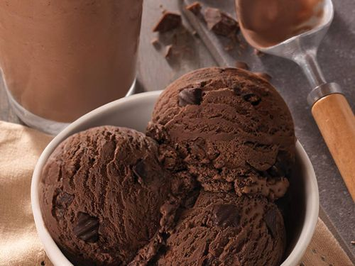 Baskin-Robbins Offers Guests a Delicious Way to Kick Off the New Year with the Launch of its New Warm Lava Cake Sundaes