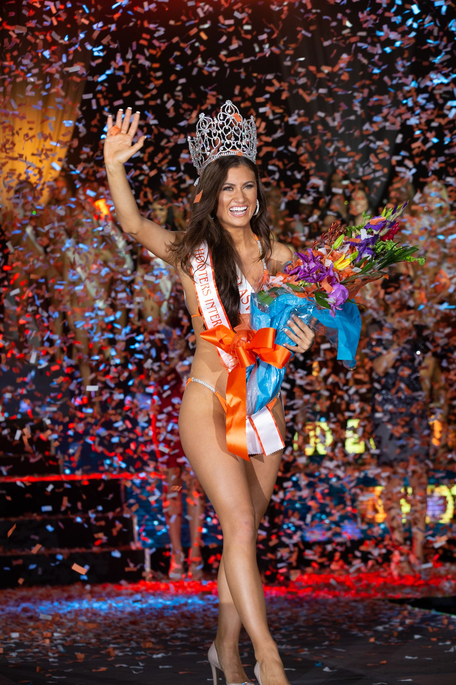 Laiken Baumgartner Crowned 2018 Miss Hooters International