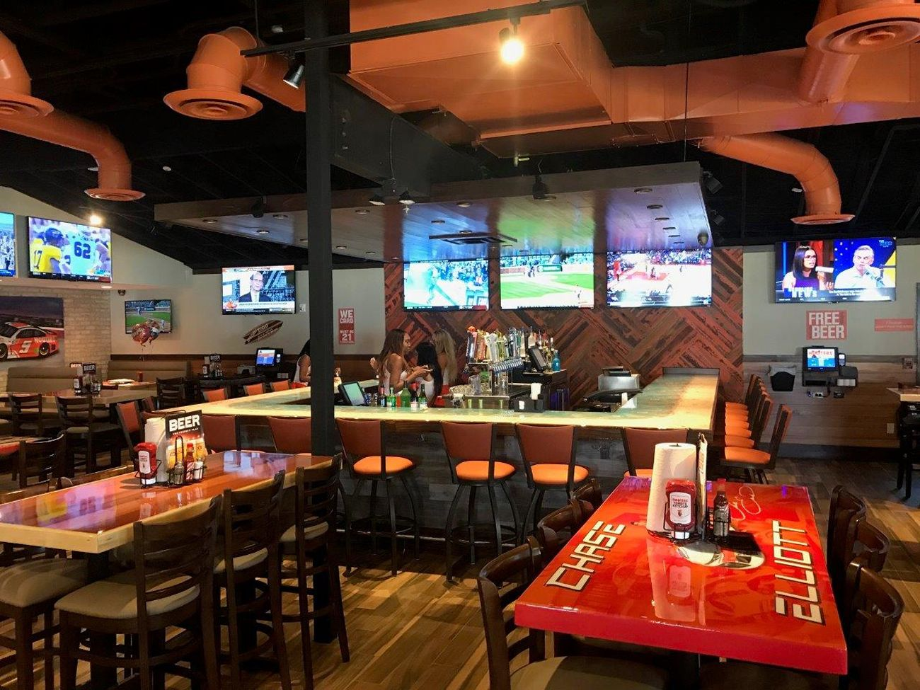 Hooters Opens Newest Location In Mason Ohio