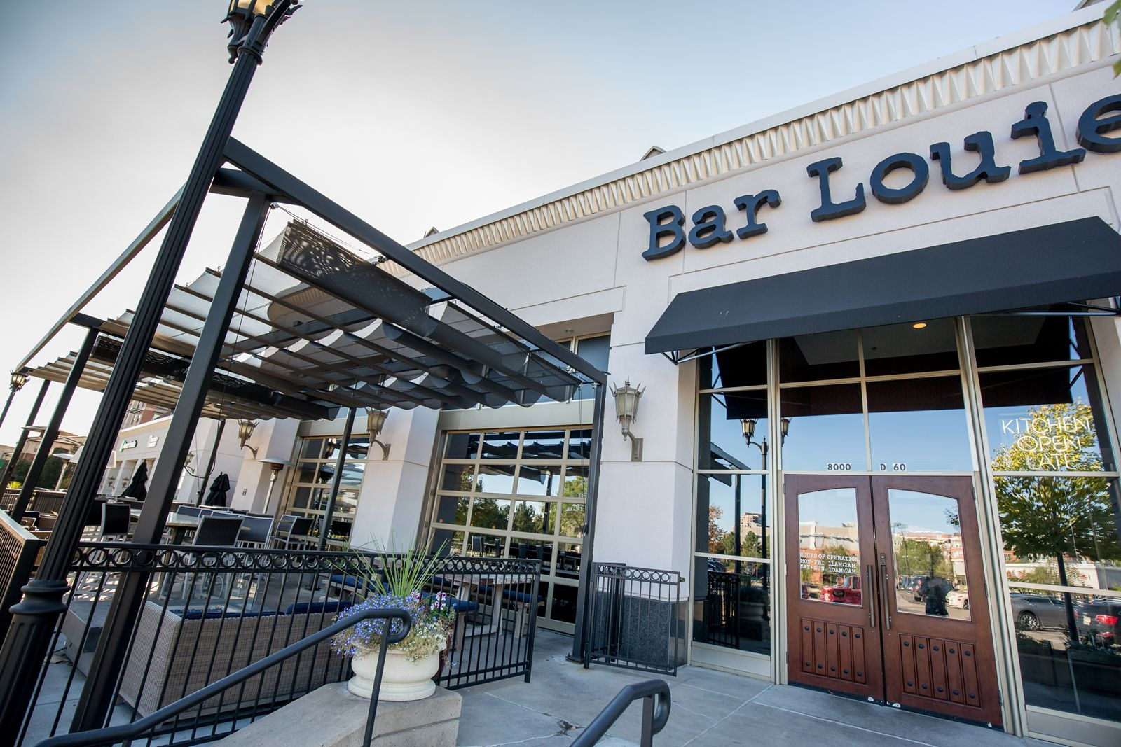 Bar Louie Salutes U.S. Veterans With Free Meal On Veterans Day And Pledges $25,000 To Operation Homefront