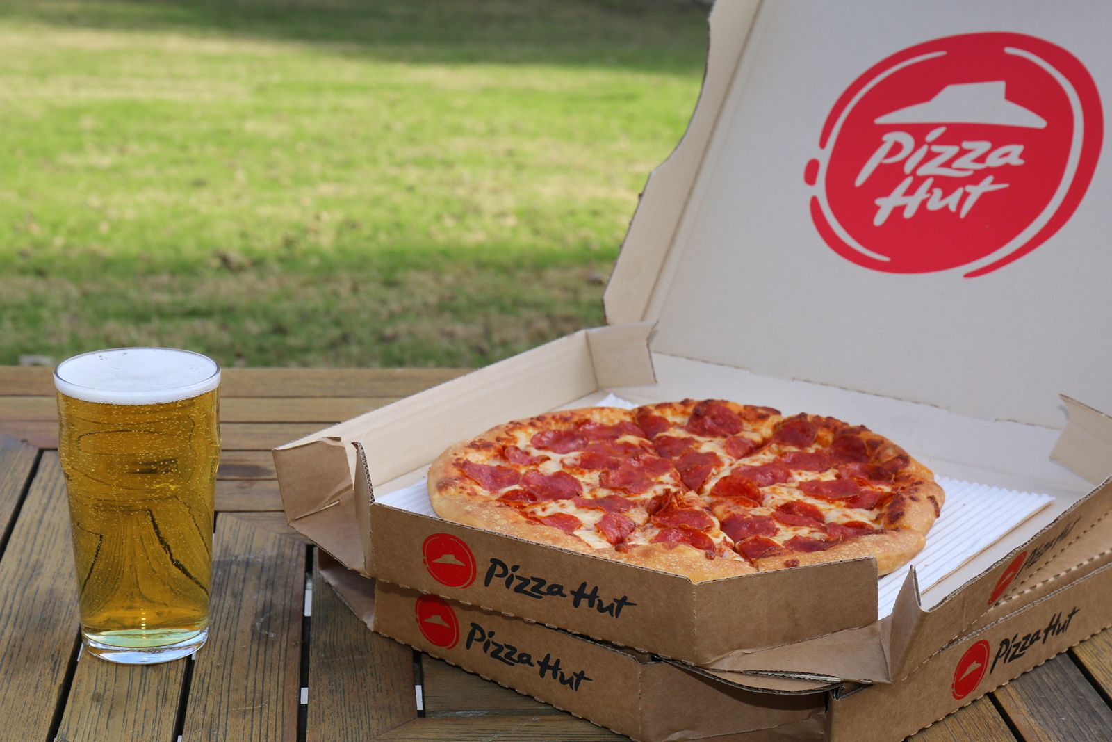 Pizza Hut Beer Delivery Expands To Nearly 300 Restaurants Ahead Of