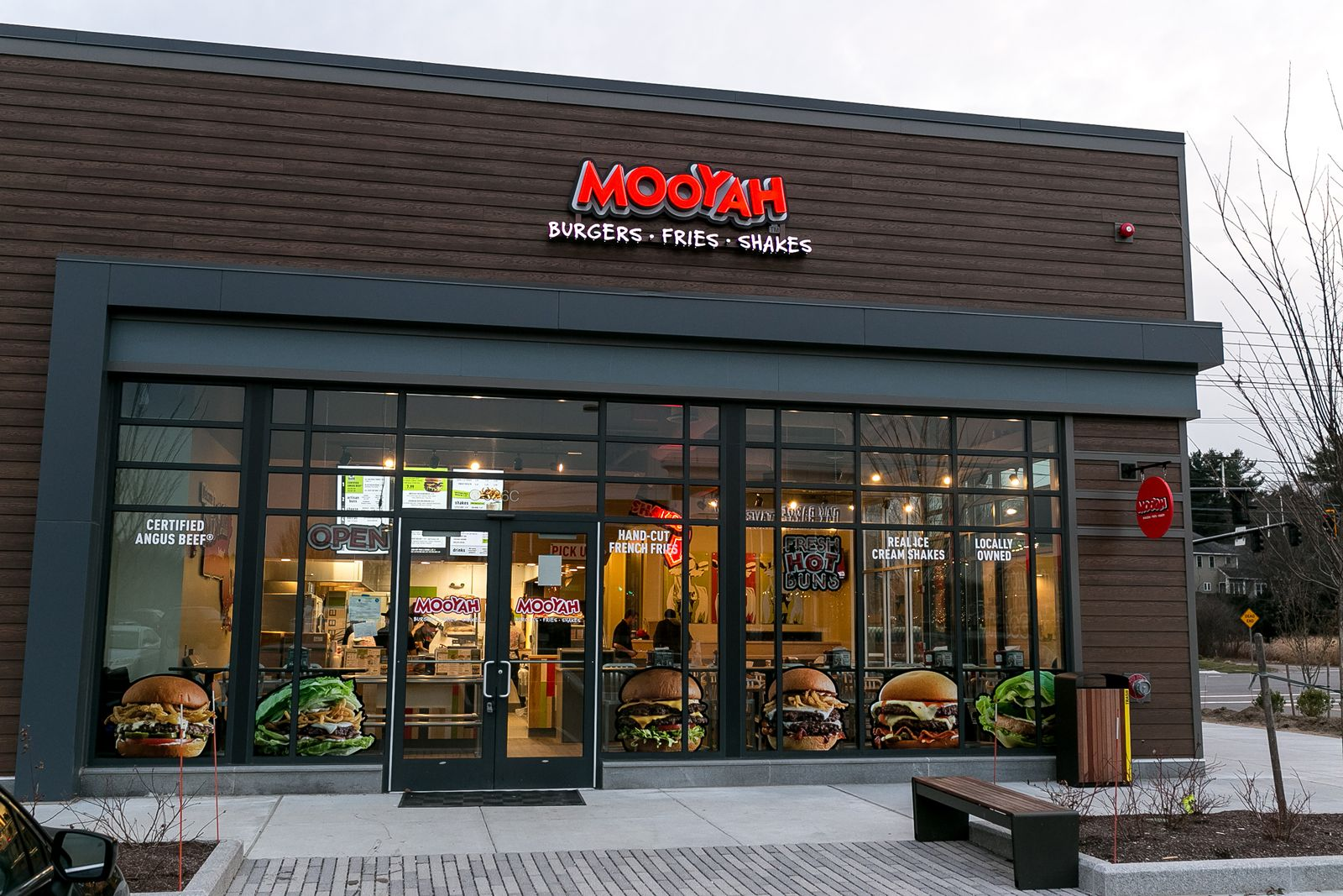 MOOYAH Burgers, Fries & Shakes Finds Success in Incentivizing Employees with Rewards Through Customer Reviews