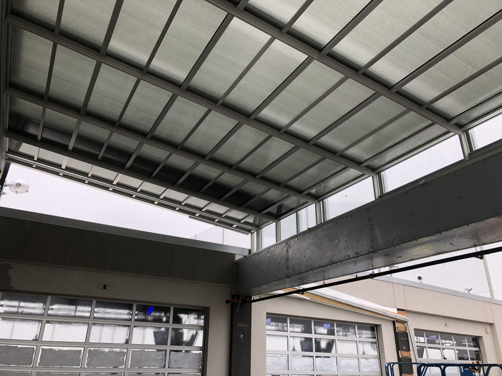Restaurant Chains with Roll-A-Cover Retractable Roof Enclosures