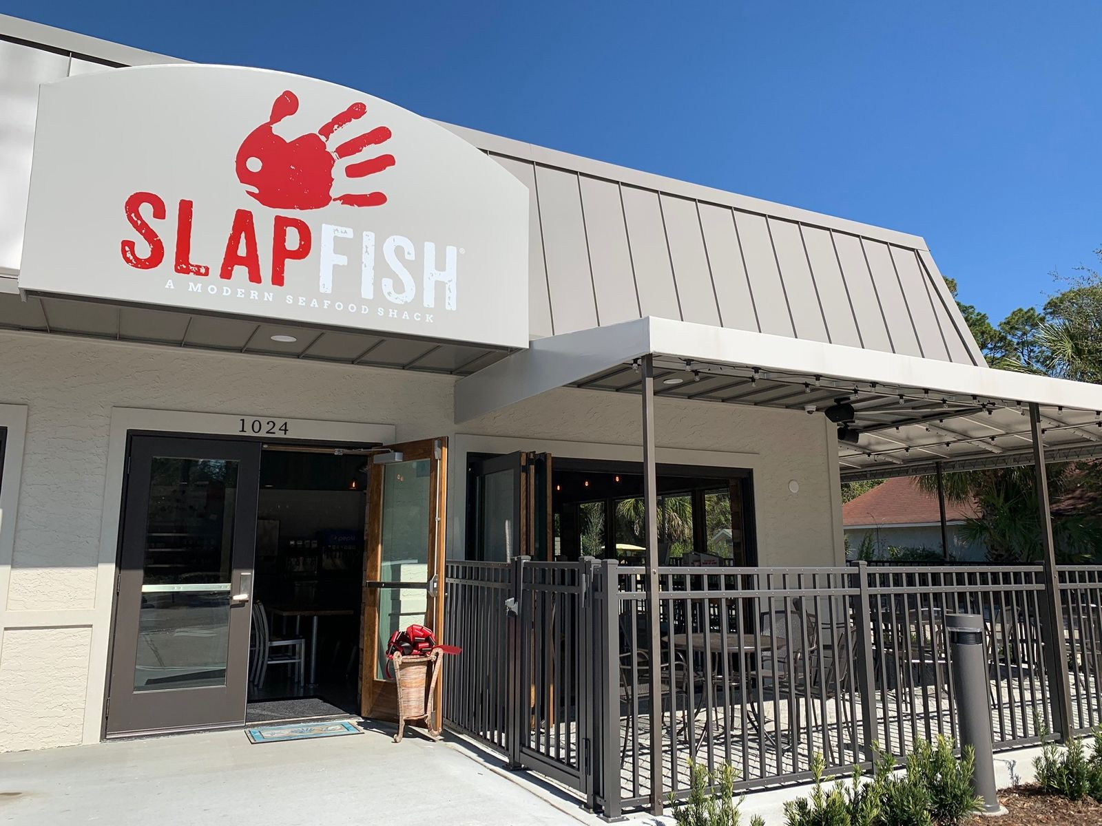 Slapfish Continues Coast-To-Coast Expansion with First Stand-Alone Location Opening in Hilton Head