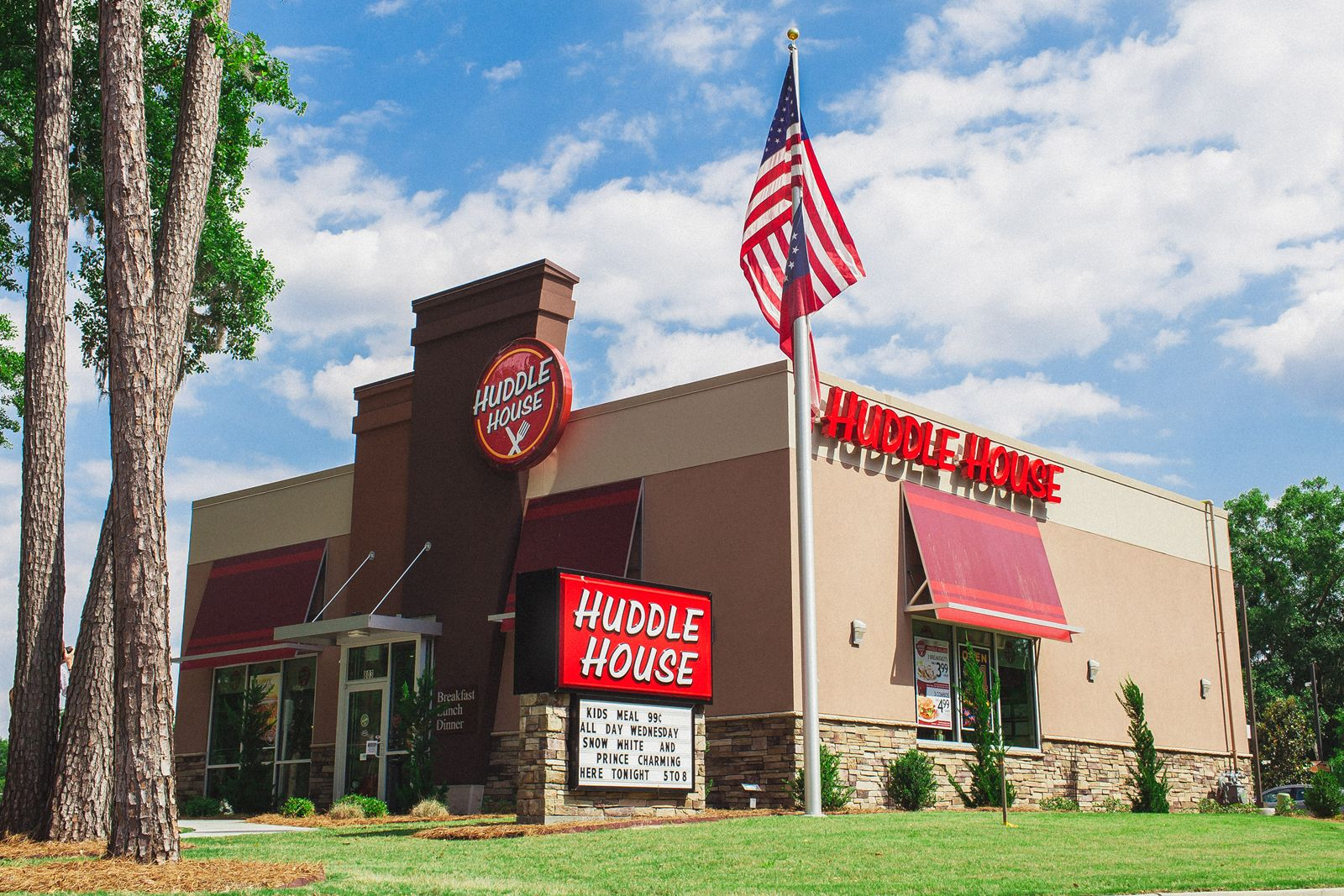 Huddle House Continues Growth in Tennessee With Opening of 20th Restaurant