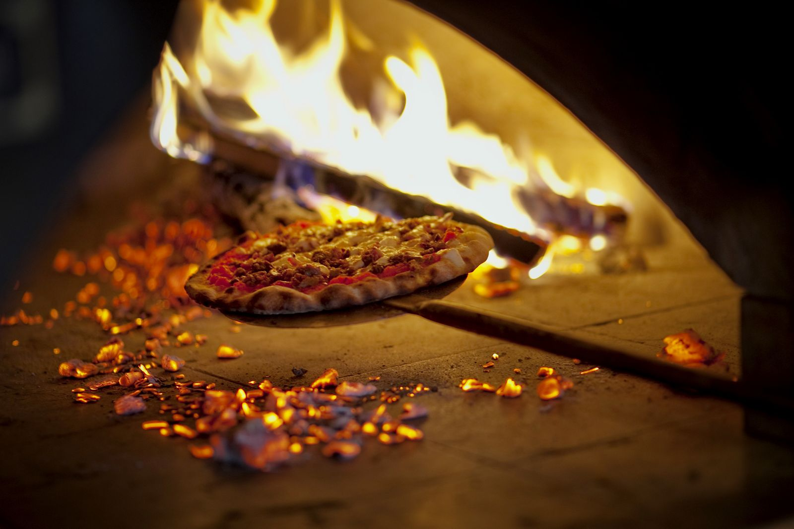 Smokin' Oak Wood-Fired Pizza Firing Up Second Iowa Location