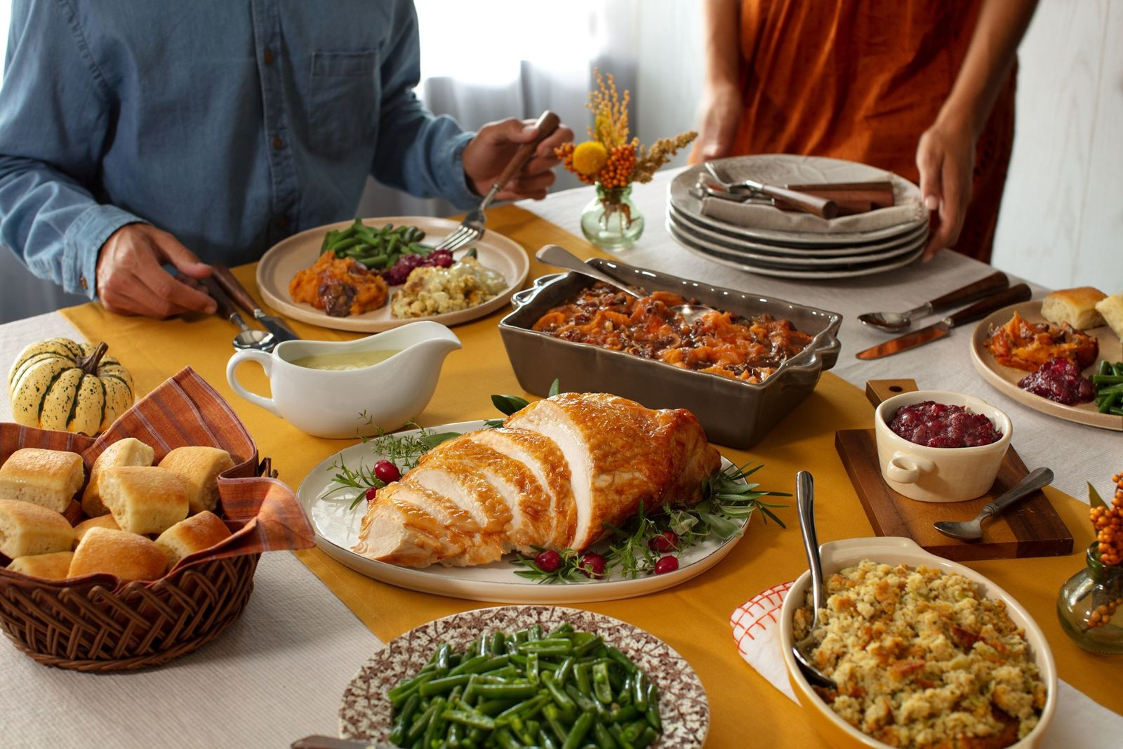 Cracker Barrel Old Country Store Offers New Options to Enjoy Thanksgiving Traditions Safely