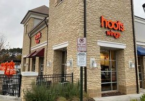 Hoots Wings Soars into Franchising, Signs 60-Unit Development Deal with AE Restaurant Group