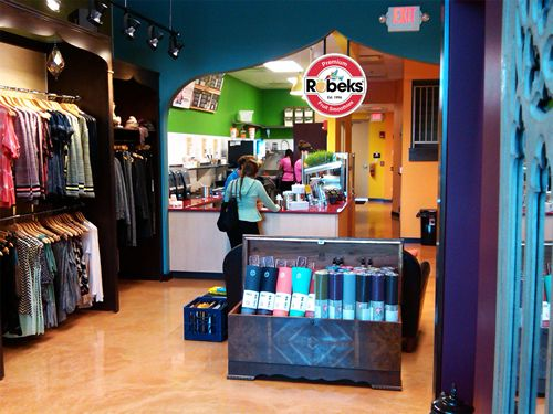 Robeks Smoothie Franchise Eyes More Non-Traditional Retail Locations