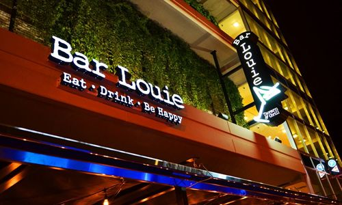 Bar Louie Celebrates Veterans with Free Food