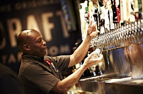 Old Chicago Pizza & Taproom Announces Year Of Unprecedented Growth