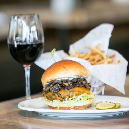 Zinburger Wine & Burger Bar Celebrates One-Year Anniversary With Fundraiser Benefiting the Junior League of Boca Raton