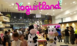 Yogurtland Expands to Singapore; First Location Opens at Suntec City Fountain of Wealth