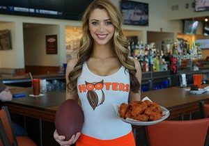 Hooters College Football – Win a Trip to Championship Games