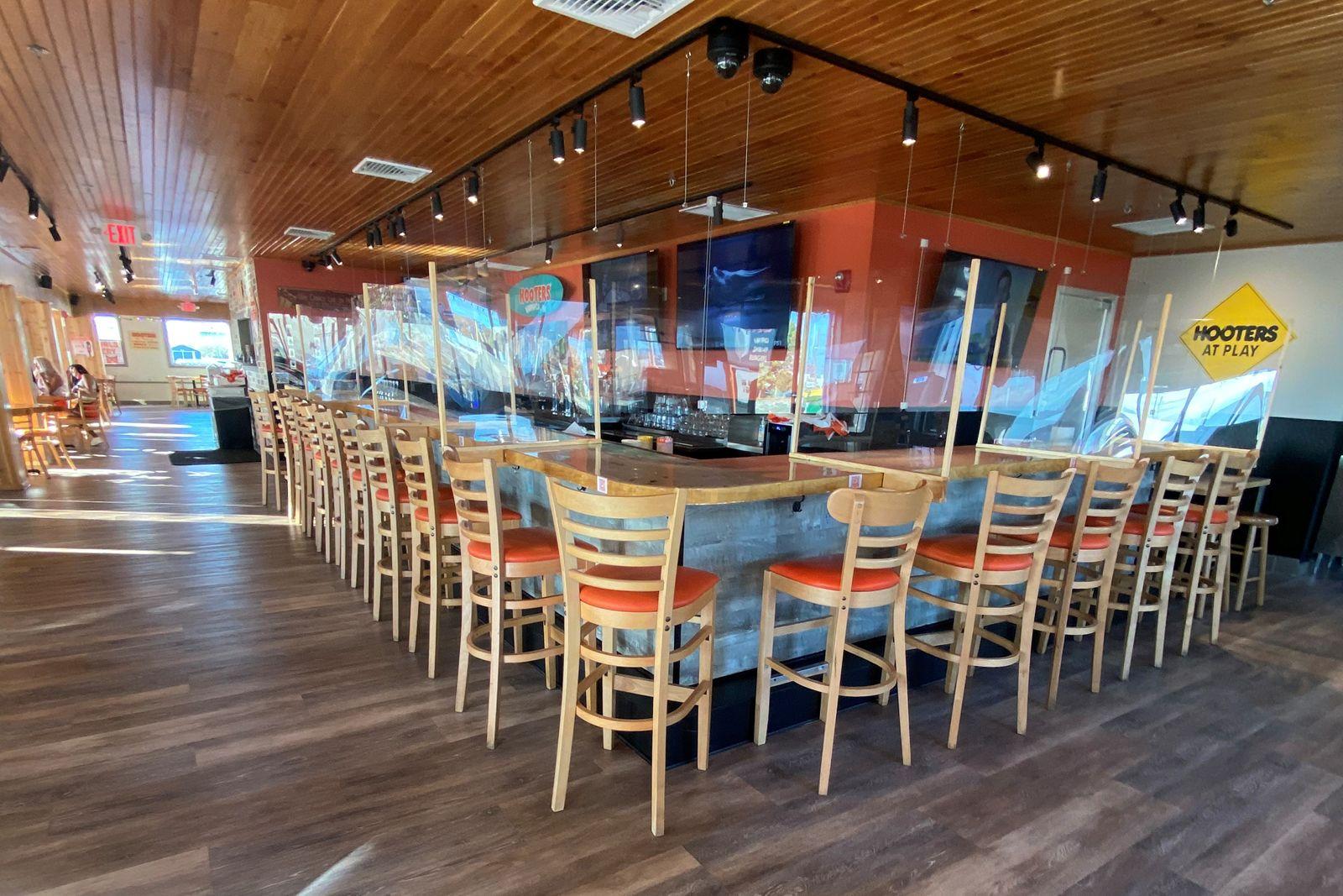 Hooters reabre su ubicación en Warwick, Rhode Island