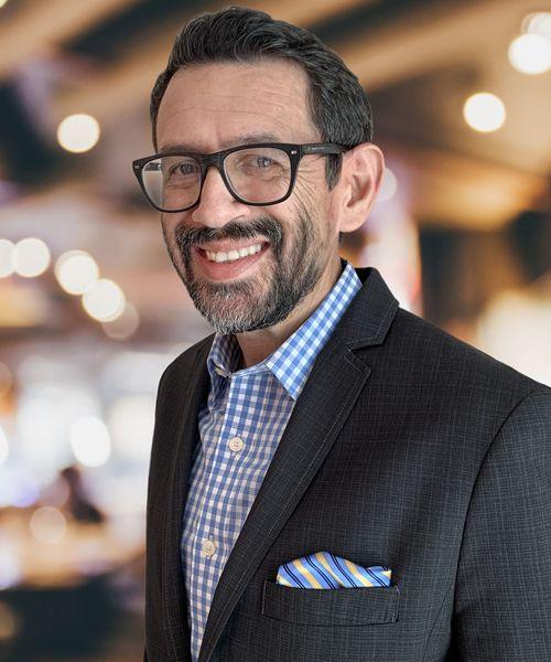 Arkadaşımın evinin lideri ve CEO'su Sergio Valentine.