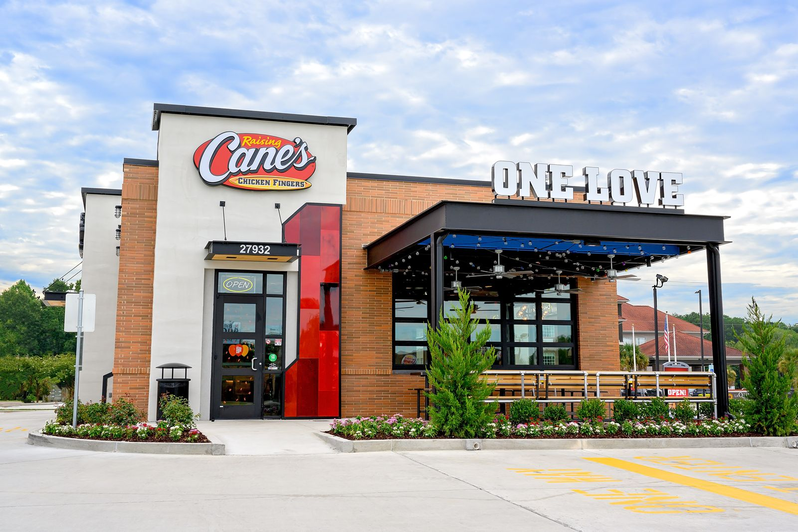 """Raising Cane's Named one of the """"BEST PLACES TO WORK"""" in the U.S."""