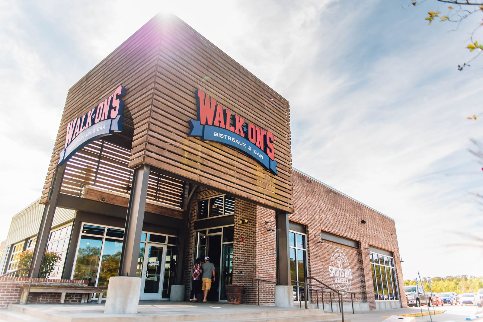 Walk-On's Celebrates Grand Opening of First Fort Smith Restaurant
